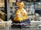 Chuột vàng ôm nén vàng đế gỗ TM010