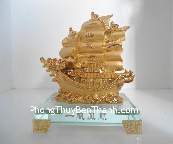 thuyen y180 02 Vàng nén trên thương thuyền