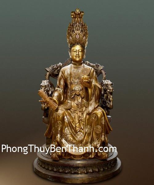 tay vuong mau Nữ hoàng tượng trưng cho tinh thần của bà chủ gia đình