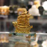 c192a thuyen rong nho 2 150x150 Thuyền buồm vàng nhỏ đế thủy tinh C192A