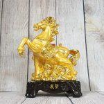 ln132 ngua vang 2 150x150 Vua ngựa vàng trên núi đá vàng LN132
